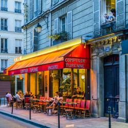 Cafégäster i Marais