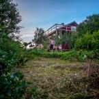 Sista kvällen i Jeppo gick Ida och jag omkring och myste lite i vårt hus och trädgård.