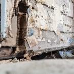 Rutten vägg mellan gamla farstun och norra kammaren.