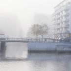 Människa på bro