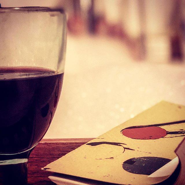 Avslutar vab-dagen med rödvin, bubbelbad och filosofibok.