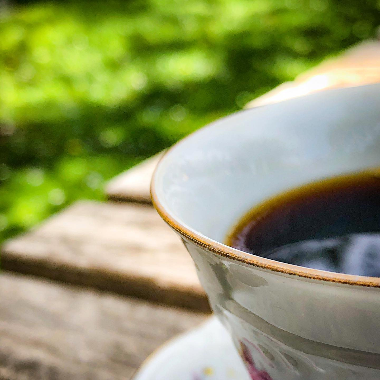 Ingen fönsterrenovering idag. Men kaffe.